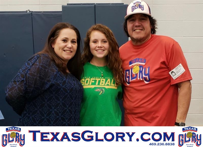 Review image from Klein Collin's Madison Stokes signs her Paris Jr. College NLI.