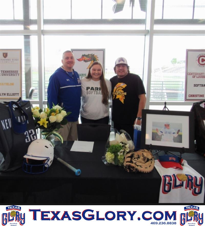 Review image from New Caney's Lauren Gill signs her Paris Jr. College NLI.